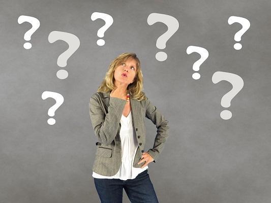 Mujer con preguntas (2)