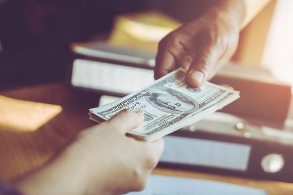 dólares EE.UU.