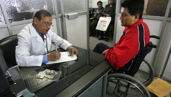 Requisitos para obtener una tarjeta de discapacidad hablando con un médico