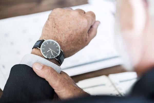 Requisitos para recibir el premio de la lotería comprobando el reloj