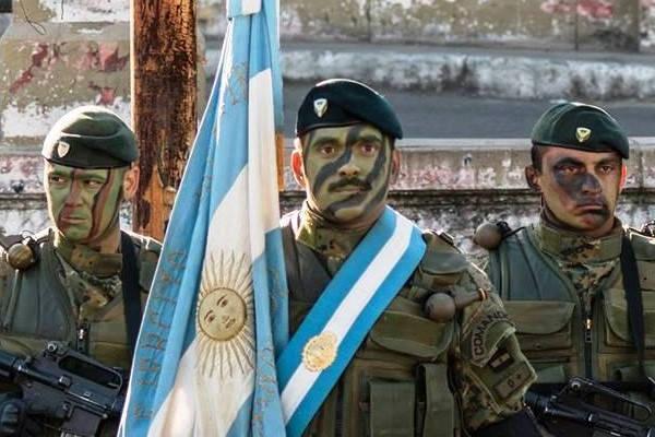 Requisitos para introducir soldados del ejército argentino con una fuente