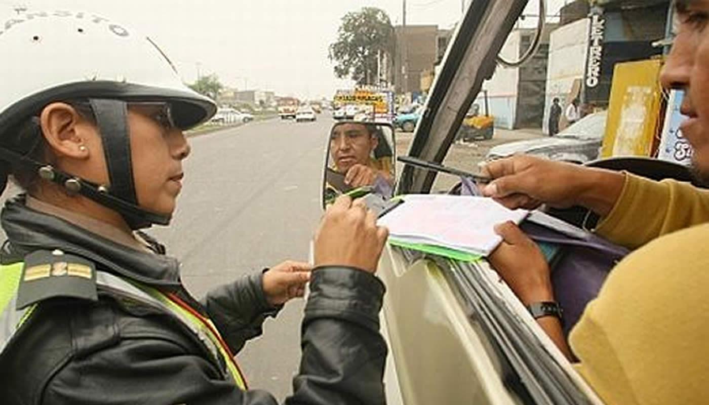 Cómo obtener el certificado de identificación de vehículos policiales?
