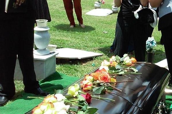 Requisitos para la indemnización por entierro y duelo