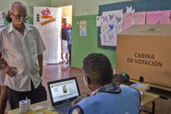 Requisitos para ser asesor del centro electoral de la República Dominicana
