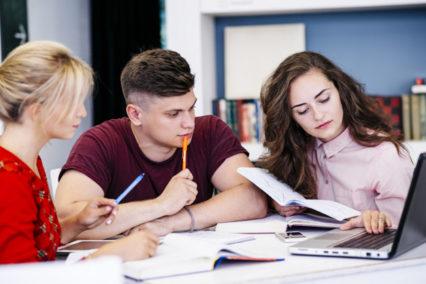 jóvenes estudiante